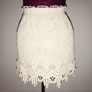 Cotton stretch lace skirt lined with elastic waist